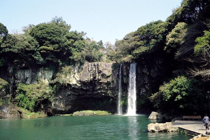Photo from KTO_Cheonjiyeon Waterfalls(Jeju Island)